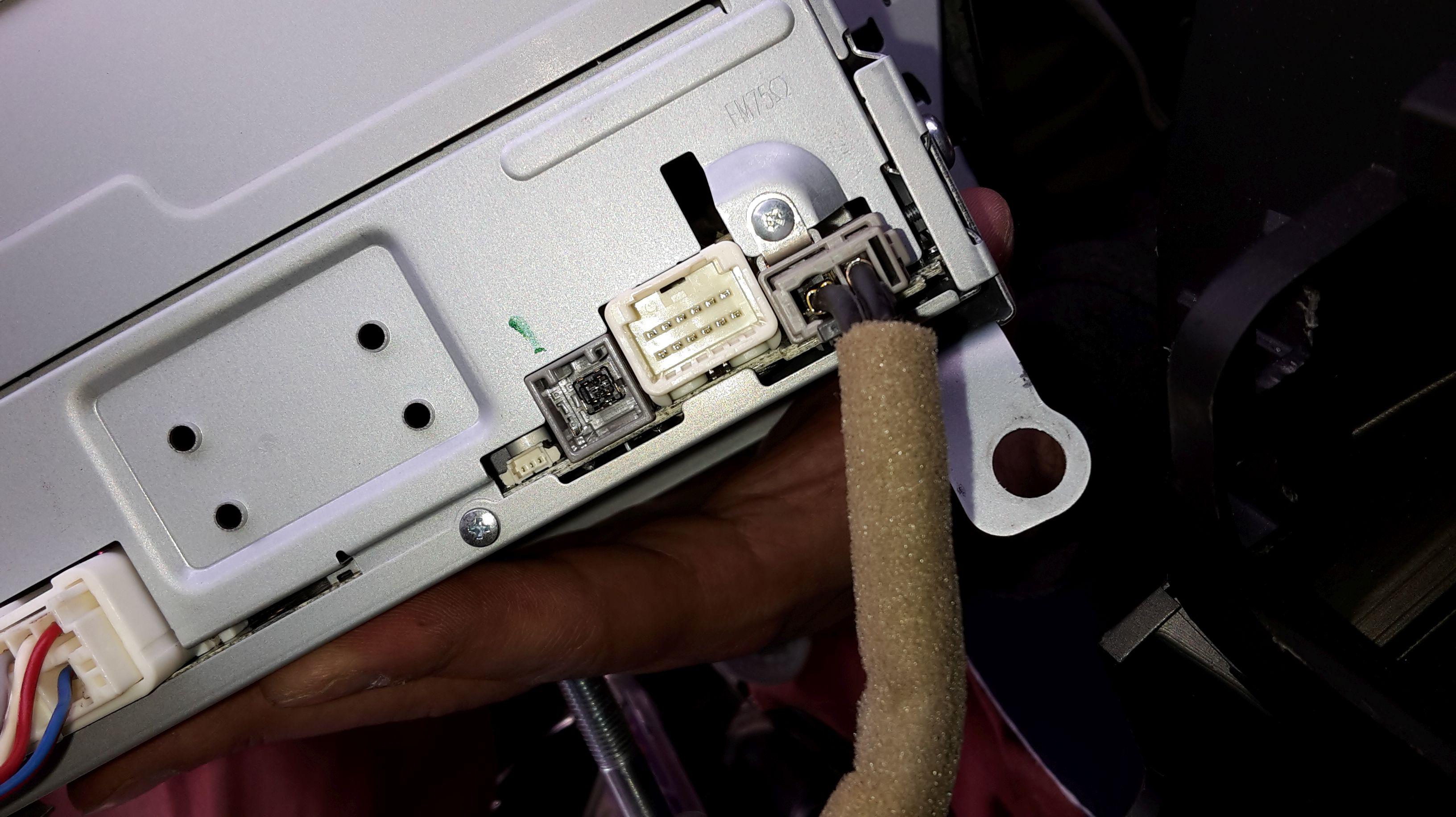 Mazda5 (CW) - Verbindung Aux-Kabel mit neuerem Mazda KA058 Autoradio