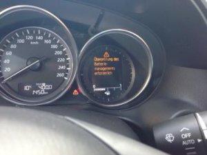 Batterie-Warnung bei 1450 km und iStop deaktiviert.jpg